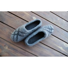 Grey slipper with black streaks